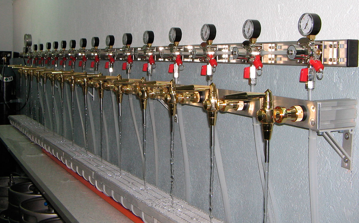 Test: Pressure/flow no fluctuation 15 taps 15 reducing valves.